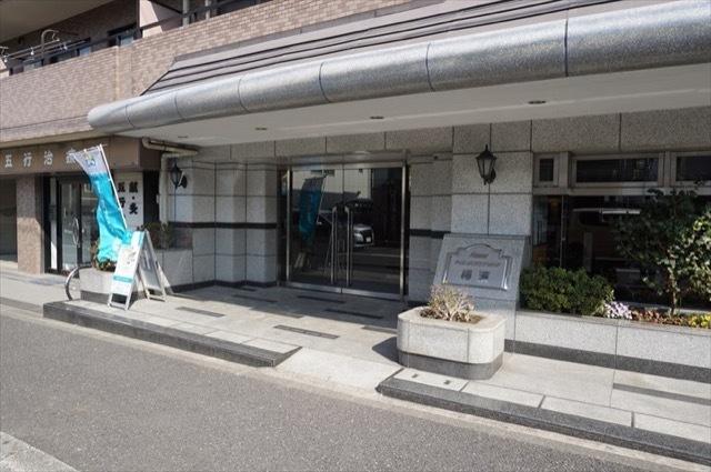 日神パレステージ横浜のエントランス