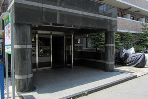 リヴシティ新宿弍番館のエントランス
