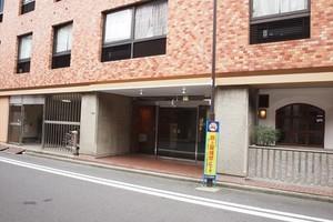 東神田サマリヤマンションのエントランス