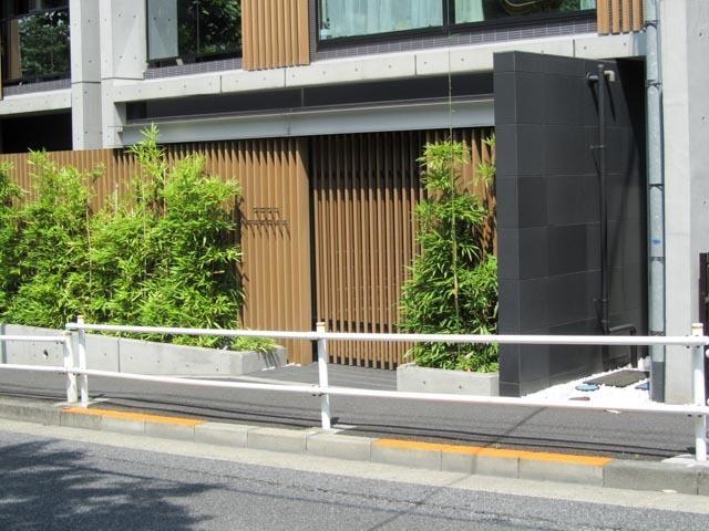 シティハウス新宿戸山のエントランス