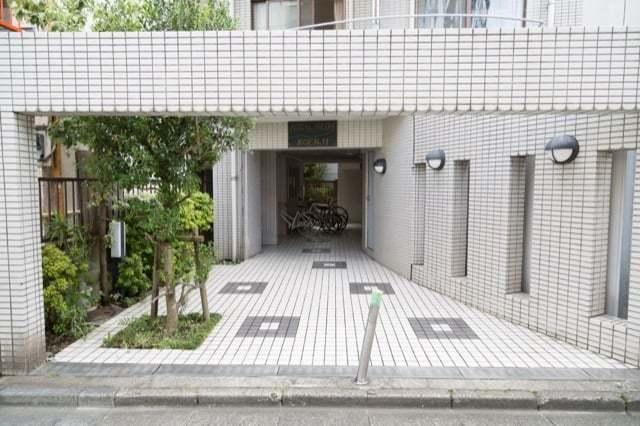 ロイヤルハイム高円寺のエントランス