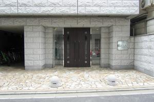 ガーラステーション新宿牛込柳町のエントランス