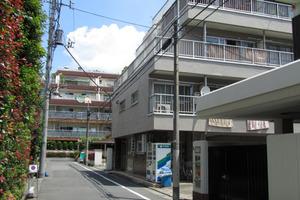 若松マンション(新宿区)の外観