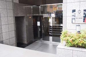 パレステュディオ東京八重洲通りのエントランス