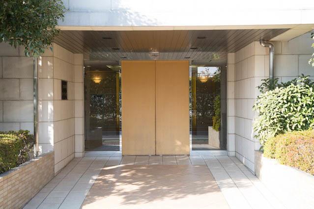 世田谷烏山ガーデンハウスのエントランス