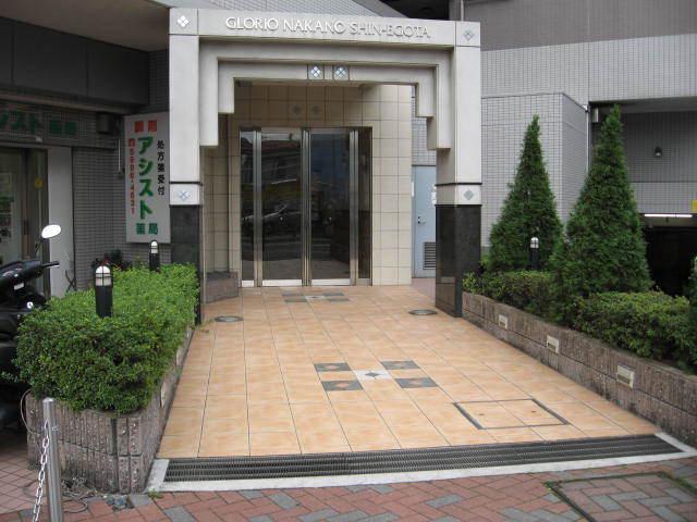 グローリオ中野新江古田のエントランス