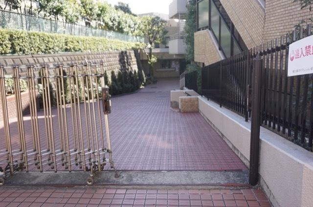 鷺沼公園スカイマンションのエントランス