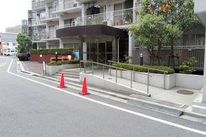 西新宿ハウスのエントランス