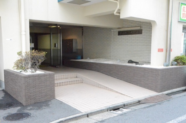 平井パークハイツのエントランス