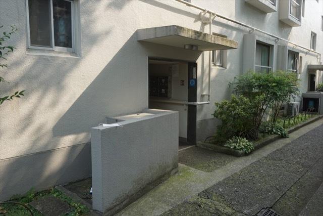 平塚町住宅のエントランス