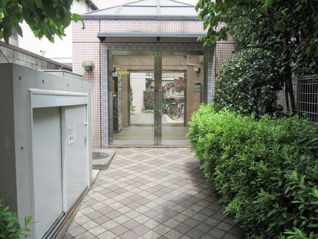 キュービックコート西早稲田のエントランス