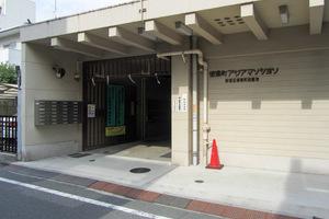 信濃町アジアマンションのエントランス