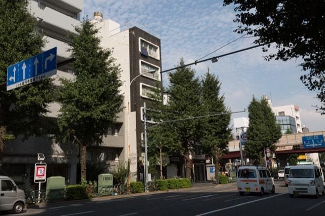 日本アタックビルの外観