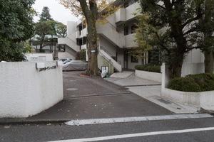 上野毛ガーデンハイツのエントランス