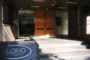 グローリオ駒沢大学のエントランス