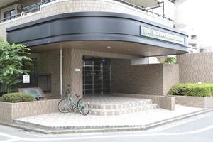 ライオンズマンション江戸川高田公園のエントランス