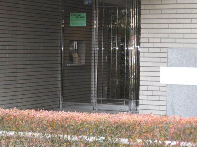 コスモ蓮根ロイヤルフォルムのエントランス