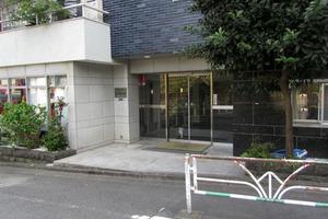 渋谷パインクレストのエントランス