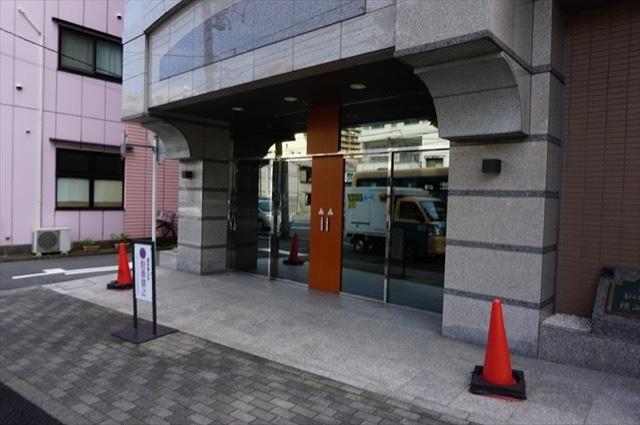 日神パレステージ横浜阪東橋のエントランス