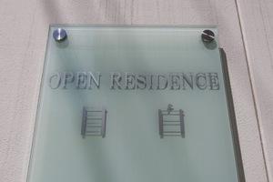 オープンレジデンス目白の看板