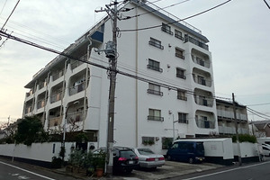 石川台ハイツの外観