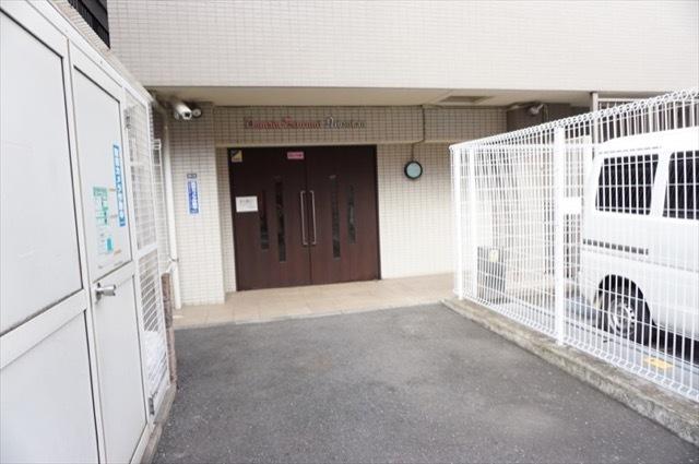 ドメイン横浜鶴見2番館のエントランス