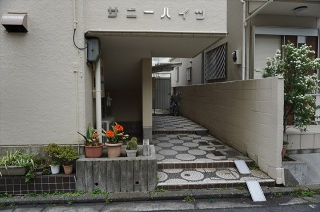 サニーハイツ(横浜市)のエントランス