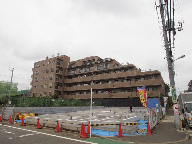 ライオンズマンション西高島平溝下公園弐番館の外観