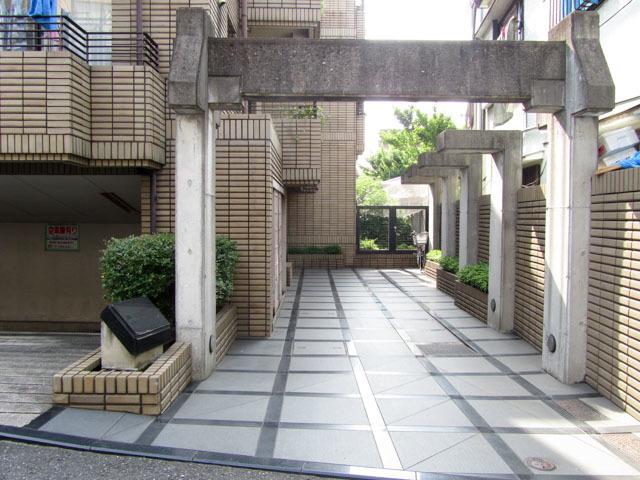 グランドメゾン北新宿のエントランス