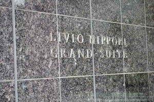 リビオ日暮里グランスイートの看板