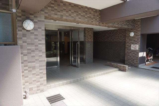 サングレイス横浜蒔田のエントランス