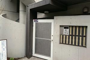 大岡山ハウスのエントランス
