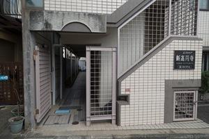 エスカイア新高円寺のエントランス