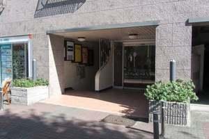中野東豊マンションのエントランス