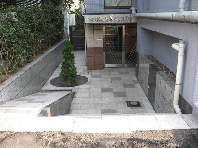 セザール第2目黒三田のエントランス