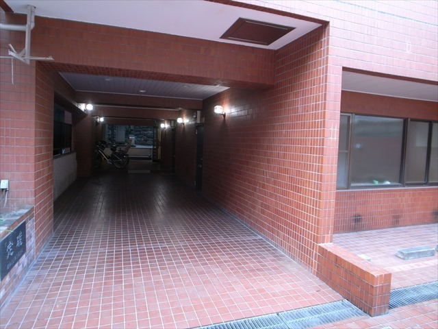 窪田光建ハイム湯島のエントランス
