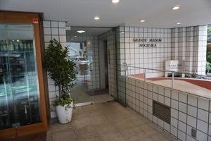 グランドメゾン乃木坂のエントランス