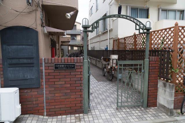 大洋豪徳寺マンションのエントランス