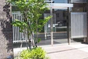 ライオンズクオーレ東京三ノ輪シティゲートのエントランス