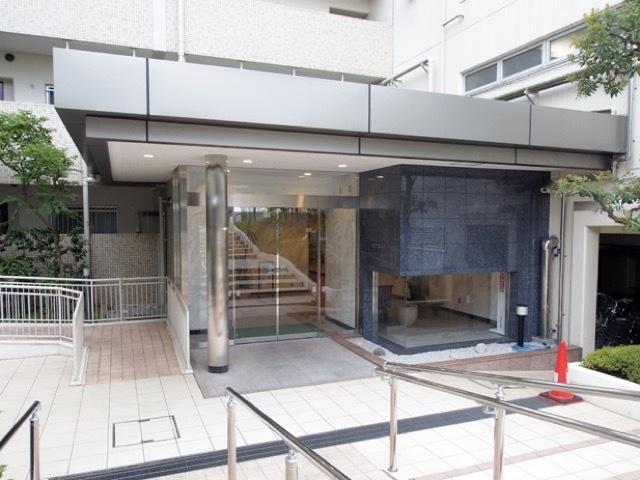 トーカンマンション加賀公園のエントランス