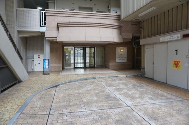 ミオカステーロ横浜根岸のエントランス