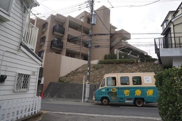 コスモ三ツ沢ガーデン山の外観