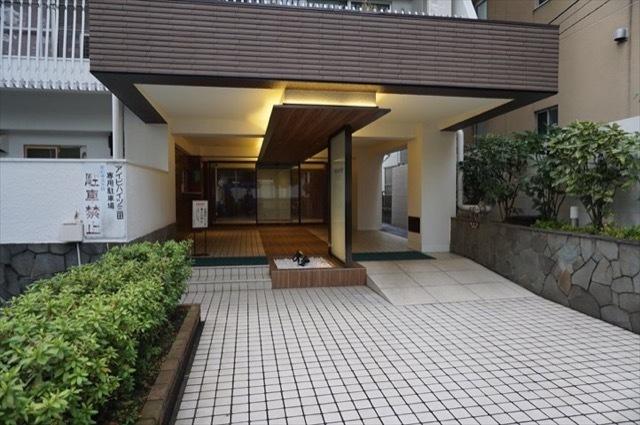 アイビハイツ三田のエントランス