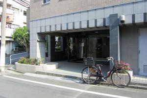 ラグジュアリーアパートメント西新宿のエントランス