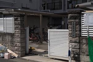 三田豪徳寺コーポのエントランス