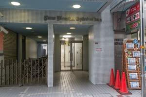 ライオンズマンション荻窪駅前のエントランス