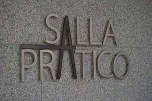 サーラプラティコの看板