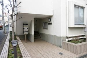 笹塚リッツハウス(A棟・B棟)のエントランス