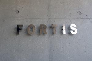 FORTIS(フォルティス)の看板