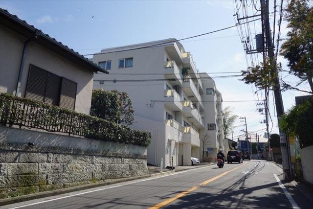 磯子タウンハウスの外観
